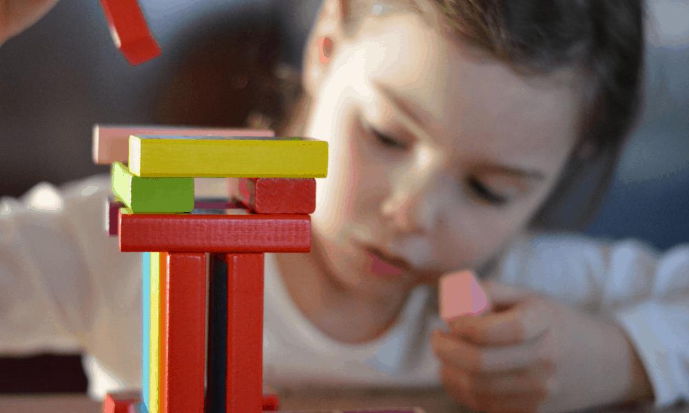 Juego creativo para desarrollar la imaginación infantil
