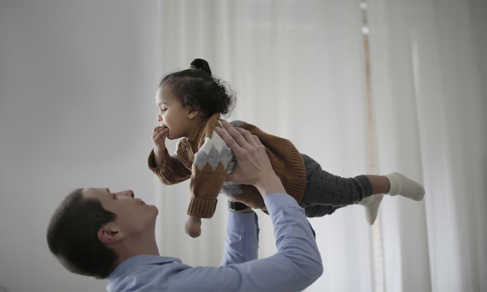 ¿Qué provoca la discapacidad motriz en la infancia?